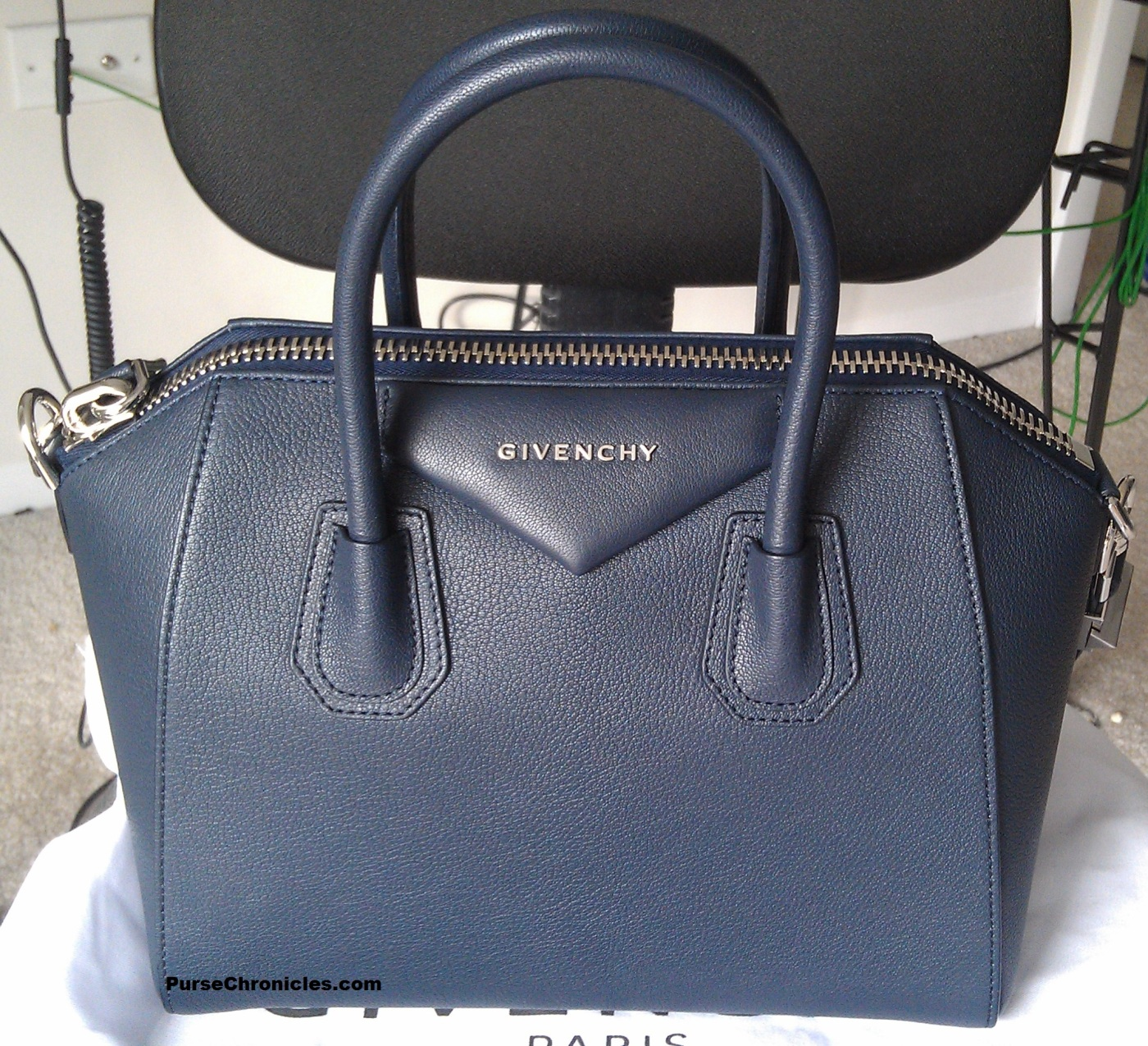 4d0d6e81e8 Bag Review  Givenchy Antigona